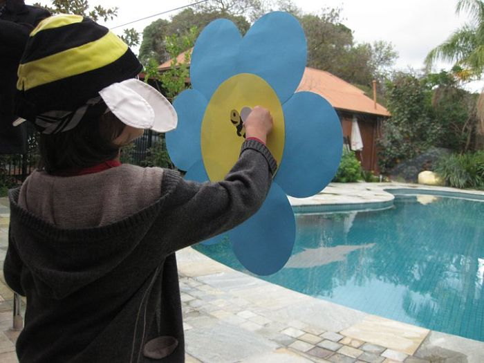 pin the bee on the flower_opt