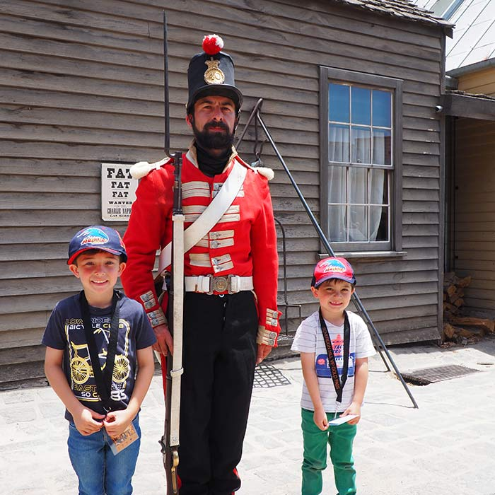 Sovereign-Hill-Red-Coat-Soldiers