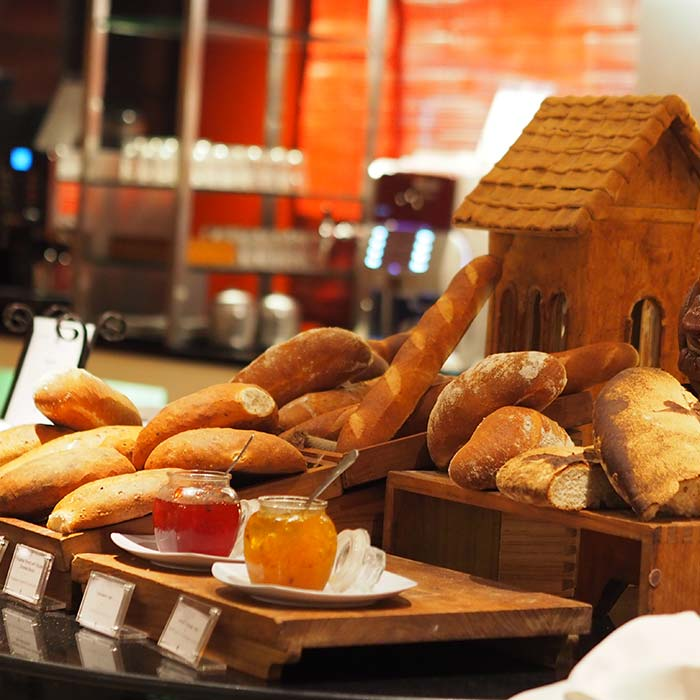 club-med-bali-food-bread-station