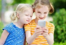 Smartphones Linked To Dramatic Rise In Head Lice Cases