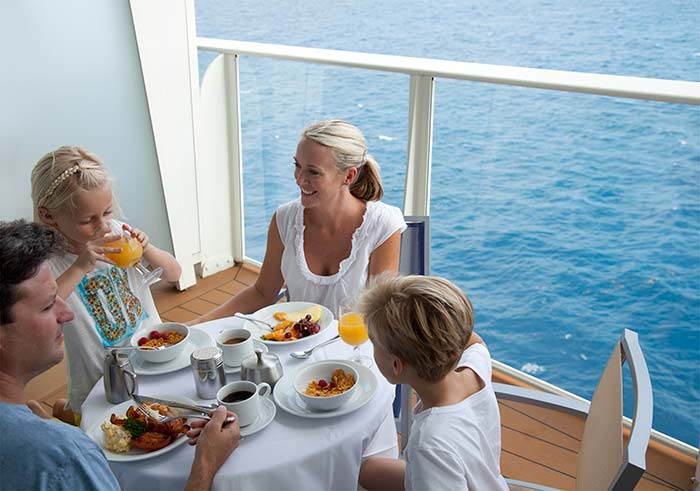 family-cruising-breakfast-on-balcony