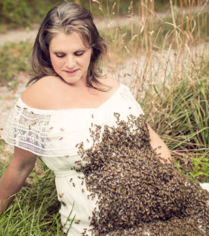 bee maternity photoshoot Emily Mueller