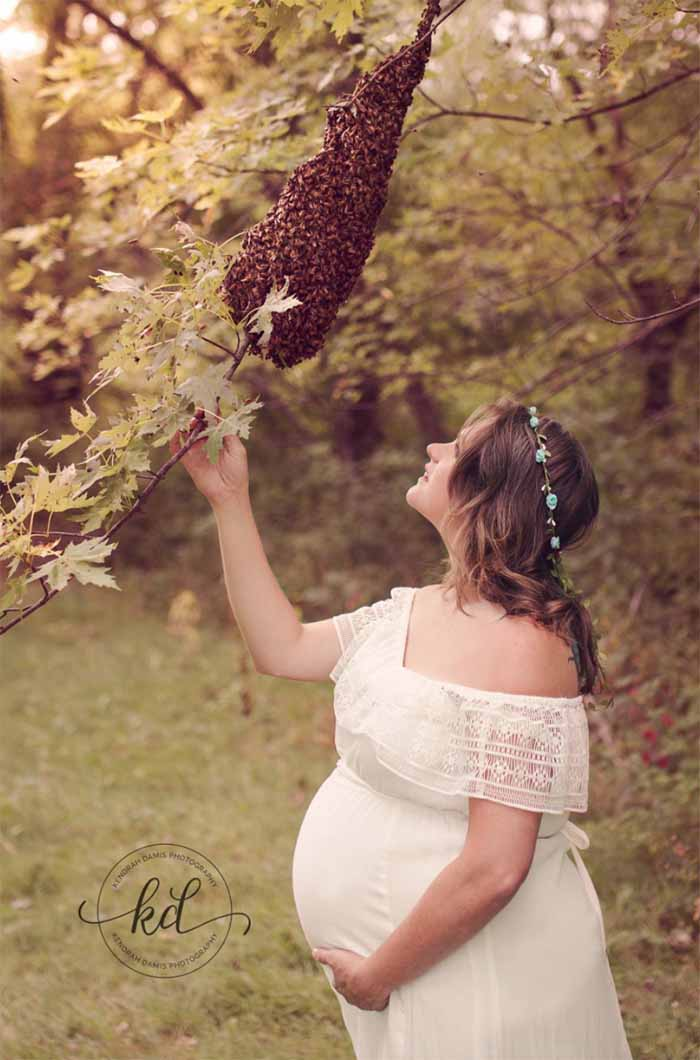Kendrah Damis Photography bee pregnancy photo Emma Mueller