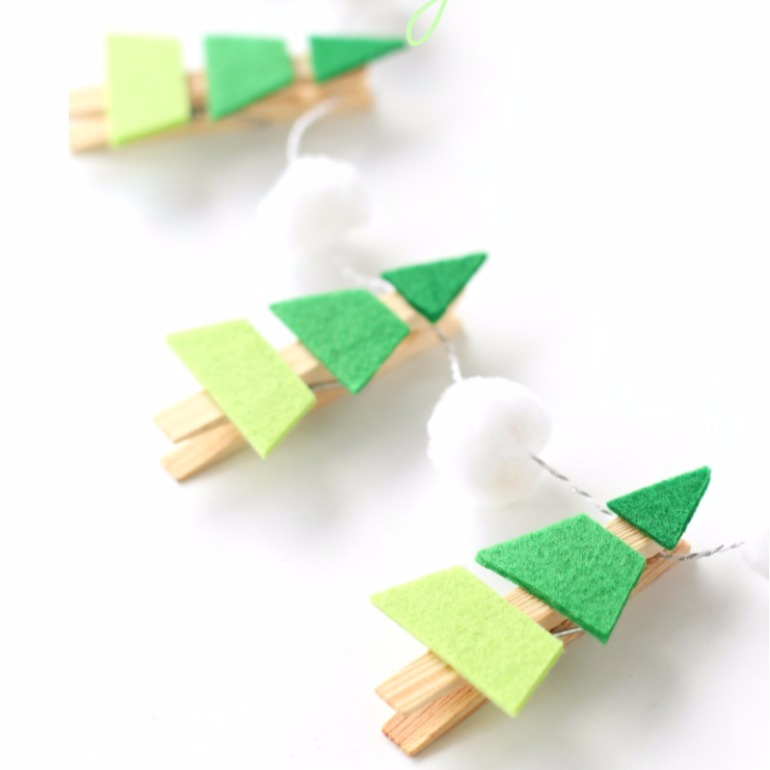 Christmas tree peg garland - cute Christmas crafts for kids 2017