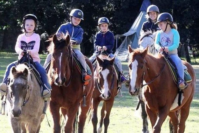 school holidays horse-riding-kids-Glenworth camps