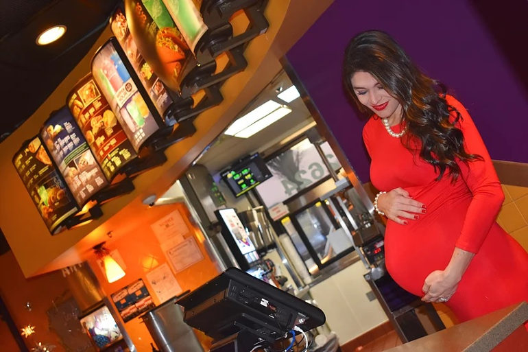 Maternity photo shoot in a Taco Bell