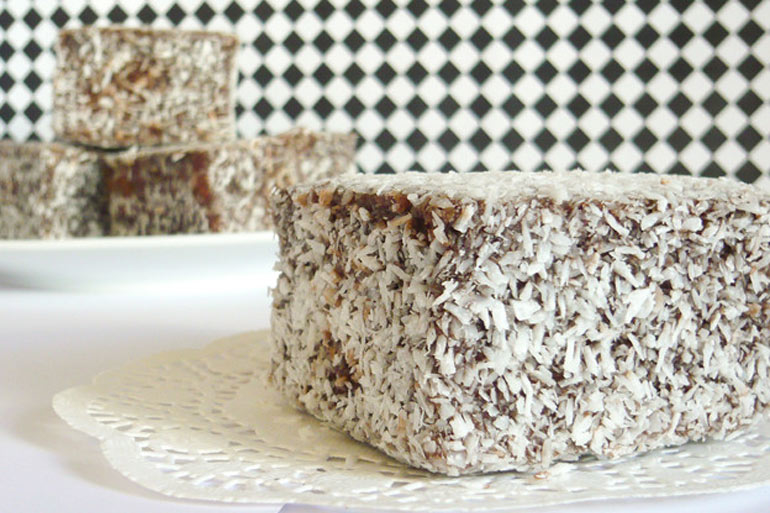kinder shames mum over lamington in lunch box