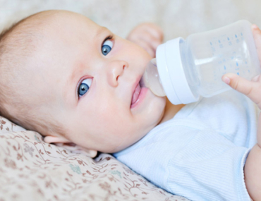 baby bottle formula feeding