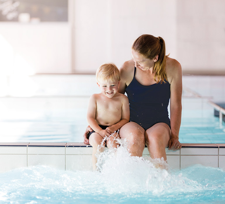 teaching kids to swim kingswim swimming lessons