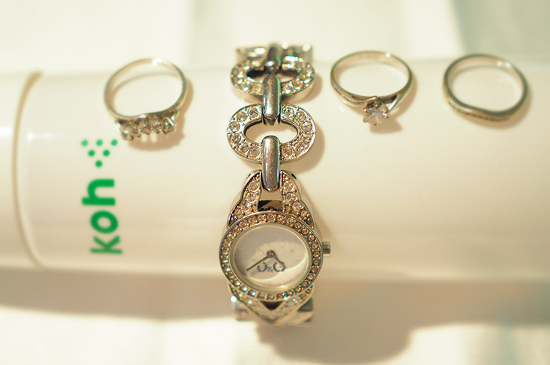 cleaning jewellery with Koh
