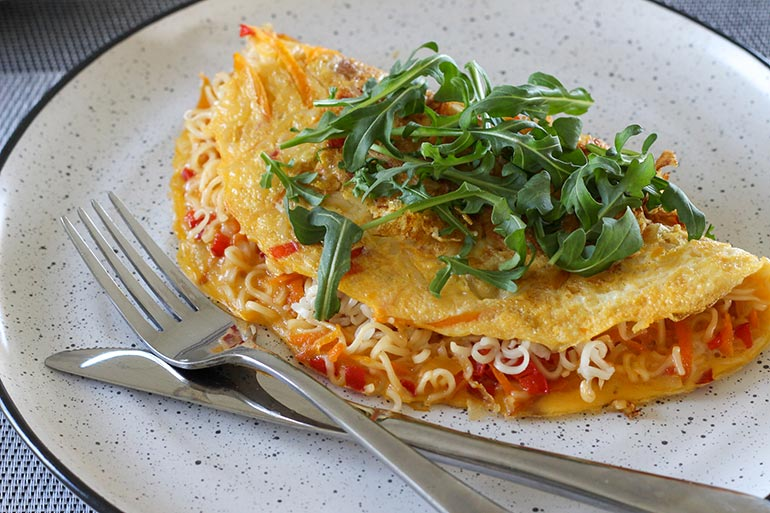 Maggi 2 minute noodle omelette