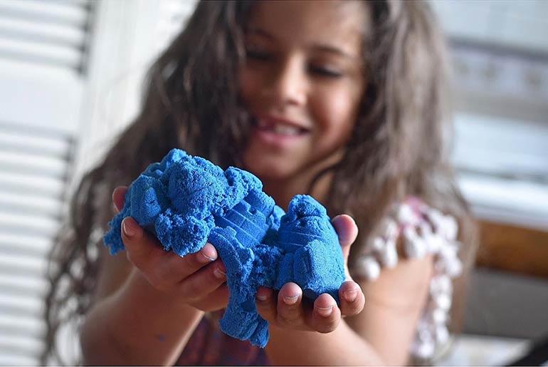 kinetic-sand-sensory-play-castle