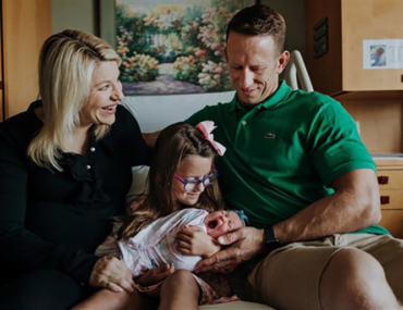 Couple welcomes rainbow baby after losing two triplets