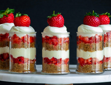 strawberries and cream cake jars recipe