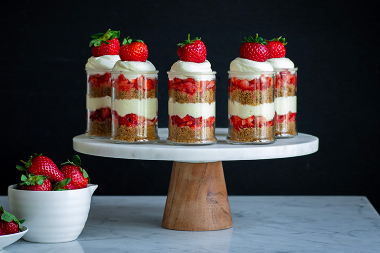 strawberries and cream cake cup recipe