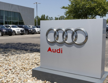 Toddler ruins audis in car dealership SI